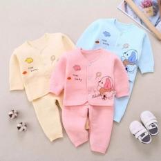 Bộ dài tay trần bông cho bé sơ sinh 3-10kg hàng đẹp xuất nhật được thiết kế cổ tàu cài cúc giữa với họa tiết đẹp mắt và trang nhã cho các bé sơ sinh