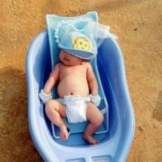 Lưới tắm cho bé kèm gối