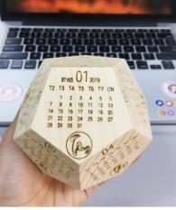 [Hot Trend] Lịch Gỗ Để Bàn Handmade 2019 – Món Quà Tuyệt Vời Khởi Đầu Năm 2019