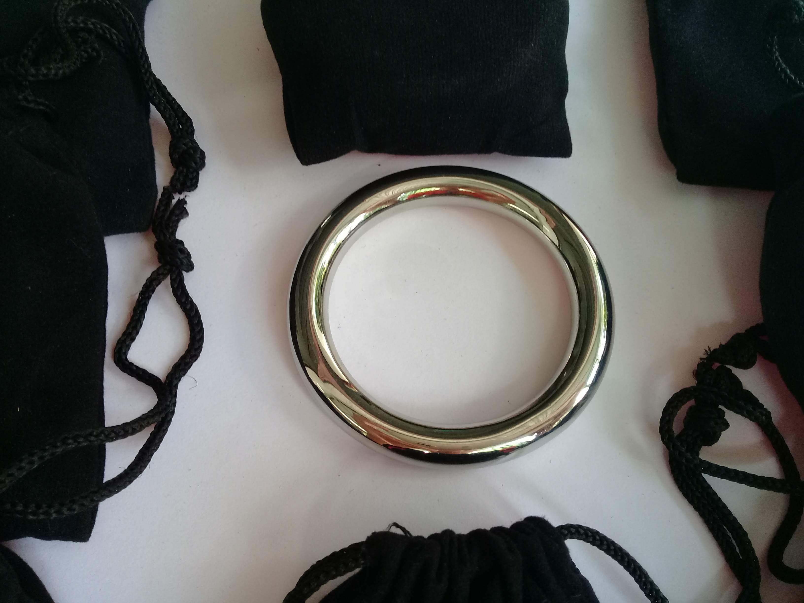 Bán Vòng đeo chăm sóc sức khỏe nam giới inox loại 1 vòng bản tròn 8mm đường  kính 3.8 - 5 cm chỉ 99.000₫