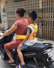Đai đi xe máy an toàn cho bé có choàng vai hưu cao cổ
