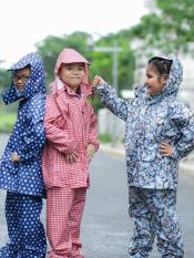 Bộ quần áo mưa trẻ em vải dù họa tiết ngộ nghĩnh 3-10 tuổi (ngẫu nhiên – nhắn shop chọn màu theo giới tính)