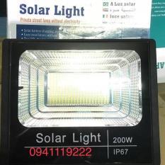 Đèn năng lượng mặt trời 200w ( 800 chip led). Thời gian nạp: 3-4 tiếng Ánh sáng trắng Có điều khiển từ xa tiện lợi và thông minh