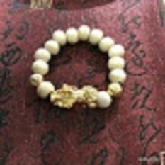 Vòng tay tỳ hưu dâu tằm cho bé (vàng). Vòng tay dâu tằm trắng tỳ hưu SIÊU XINH – MAY MẮN – BÌNH AN cho bé. vòng tay cho bé