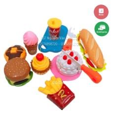 Đồ chơi nhà bếp cùng bộ thức ăn nhanh lắp ghép được giúp bé thoải mái sáng tạo món ăn cho bố mẹ