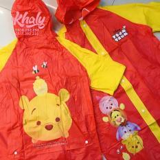Áo mưa hình Tsum Tsum chú gấu Pooh màu đỏ vàng dành cho trẻ em , học sinh và các bé có nhiều size (S,M,L) (Thái Lan) – 300PVCPOOH249