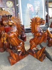 Cặp Ngựa gỗ sơn huyết cao 40cm x 20xcm