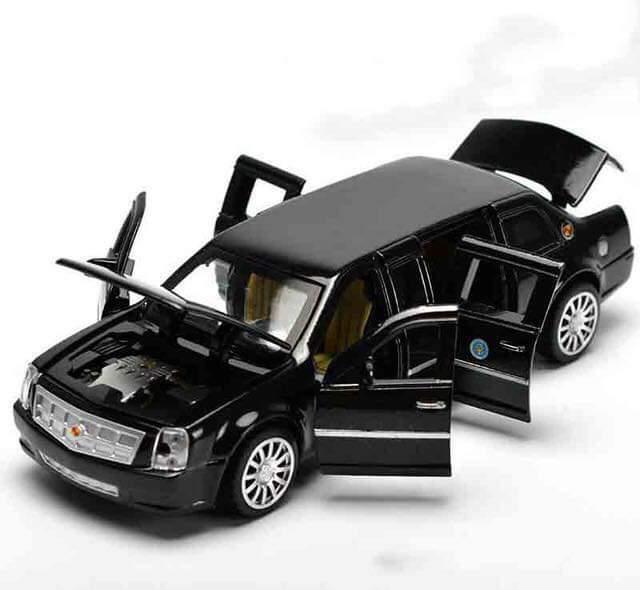MÔ HÌNH XE TỔNG THỐNG CADILLAC DTS Presidential Limousine 1:32