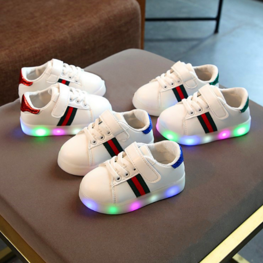 Giày thể thao có đèn led cho bé , da Pu , chất liệu siêu nhẹ, miễn phí vận chuyển toàn quốc.