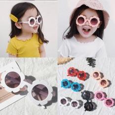 Kính mắt thời trang hình bông hoa cute cho bé từ 2 đến 9 tuổi, đi nắng chống bui chống tia UV400- mã 1380