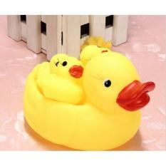 Đàn vịt thả bồn tắm gồm 1 mẹ 3 con