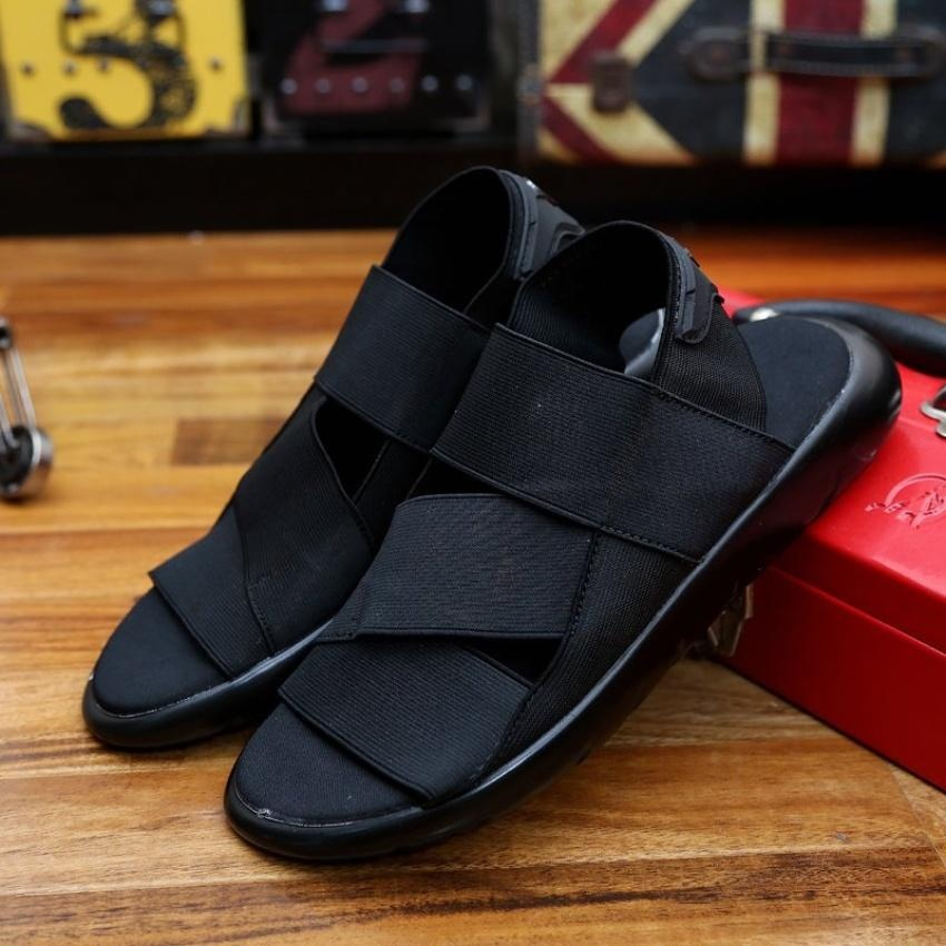 2018 new summer men sandals beach sports and leisure shoes men shoes Roman youth Korean slippers