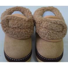 Giày bốt giữ ấm chân cho bé từ 6-12 tháng tuổi (Màu sô cô la)
