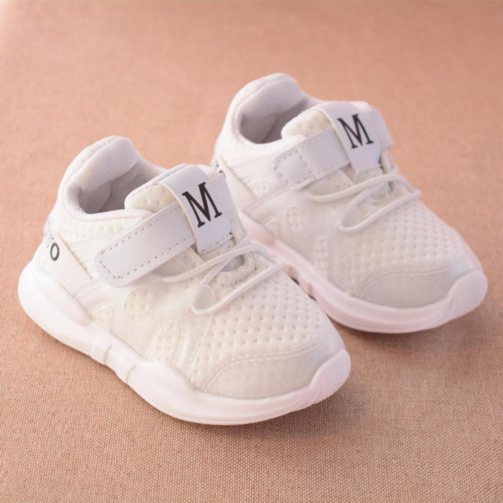 Giày thể thao siêu nhẹ cho bé - Size 15 đến 30 - chữ M - trắng