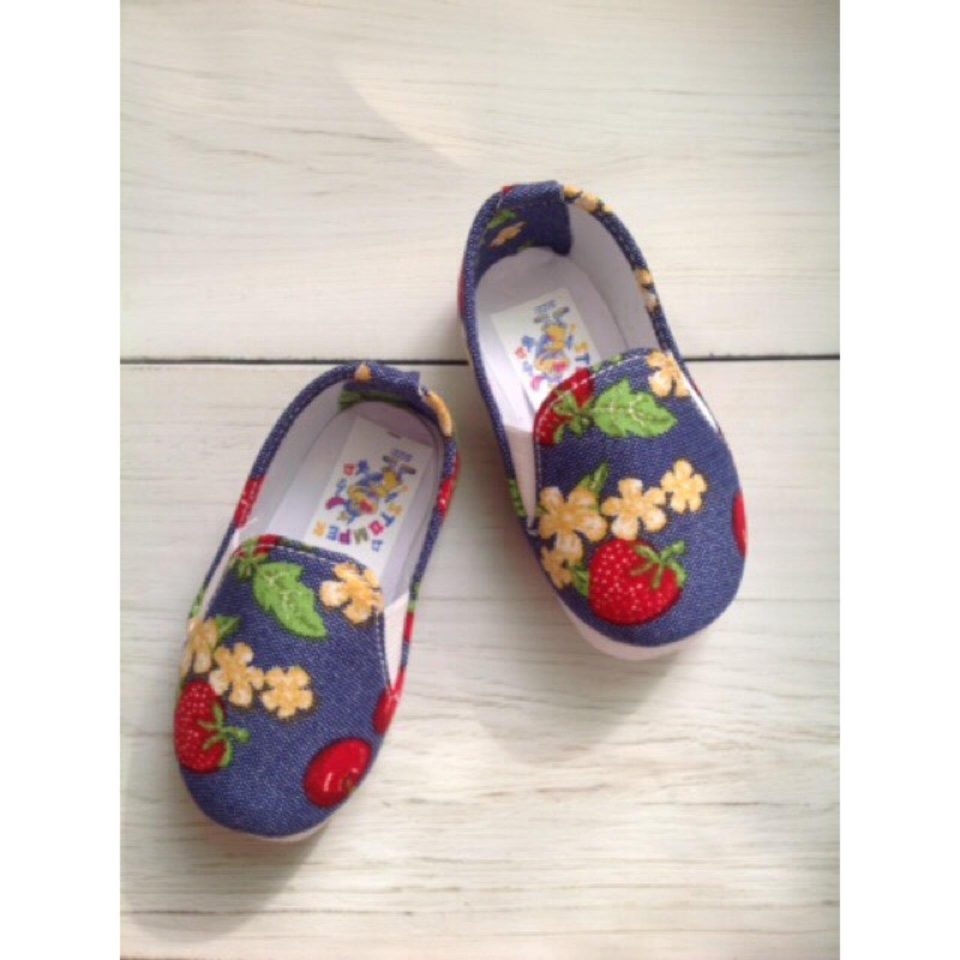 Giày Vải Dâu Tây Xinh Xắn Cho Bé