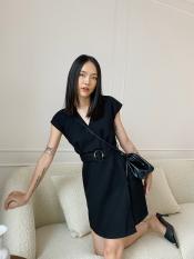 EDINI – Đầm đen cổ V đắp tà kèm nịt D1281