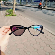 Mắt kính cận loạn đổi màu đi nắng Lilyeyewear