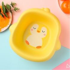 Chậu rửa vệ sinh cho bé hình chú chim cánh cụt đáng yêu màu vàng