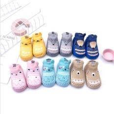 Giày tập đi đế da tất len cho bé chống trơn trượt mặt dưới dày có thiết kế chống trượt an toàn cho bé khi tập đi