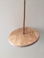 xích đu đĩa tròn bằng gỗ cho bé
