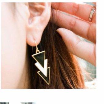 Bông tai tam giác trắng đen (Đen)