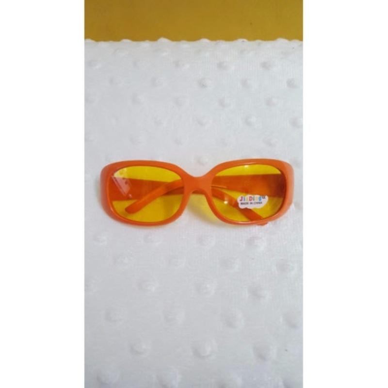 Mua Kính mát trẻ em chống nắng cao cấp mắt vuông (Cam)  + Tặng 1 đôi găng tay lót nỉ siêu cute + Tặng 1 đôi dép nỉ đi trong nhà
