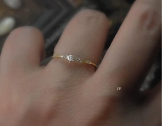 Nhẫn vàng 10k kết hợp đá chủ (nhẫn cầu hôn) NV82