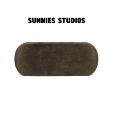 Hộp Kính Nâu Nhung Teddy Sunnies Studios