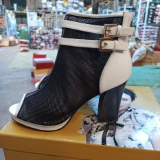 giày boot hè nữ 725 (ảnh shop tự chụp)
