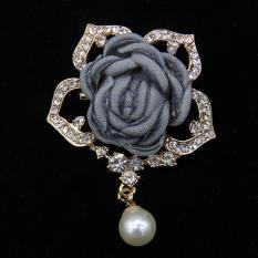 Cài áo hoa hồng viền đá phong cách Hàn Quốc