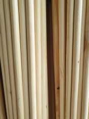Thanh gỗ thông tròn phi 1.5cm – dài 1m treo rèm , macrame