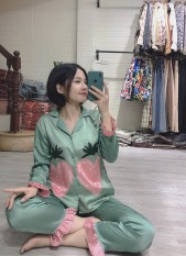 [LOẠI ĐẸP] Pijama đồ mặc ở nhà dài tay họa tiết quả dâu tây ( Hàng loại đẹp)