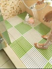 Thảm Chống trơn trượt cho Phòng Tắm Nhà Bếp Bể Bơi. Thảm ghép nhựa lỗ kháng khuẩn KT 30x30cm. Thảm chống trơn trượt Tmark