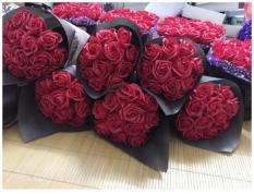 Bó hoa hồng sáp 11bông lãng mạn[Tặng 1 đôi khuyên tai đính đá, hoặc ghim cài áo ]-Quà tặnglễ tình nhân, 8-3, 20-10, 20-11, sinh nhật