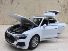 Mô hình xe ô tô AUDI Q8 1:32