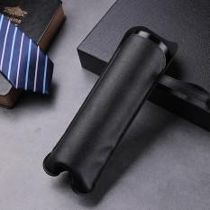 Túi da màu đen đựng bình nước