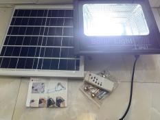 ĐÈN NĂNG LƯỢNG MẶT TRỜI SOLAR LIGHT- Công suất 100W, công nghê chống nước IP67, chế độ ánh sáng tự động có điều khiển từ xa