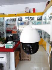 Camera PTZ Wifi ngoài trời độ phân giải 2Mb quay quet 360 độ