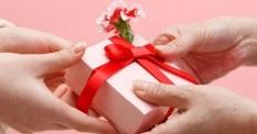 (Ngẫu nhiên) Món quà nhỏ làm kỷ niệm mang giá trị tinh thần