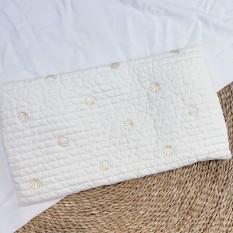 [Lấy mã giảm thêm 30%]Gối Dot To Dot Hàn Quốc Thêu Họa Tiết Hình Chữ Nhật Chất Liệu Cotton Và Bông Organic Siêu Nhẹ An Toàn Cho Bé – Sukem Shop