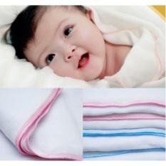 Khăn tắm xuất nhật cho bé sơ sinh loại to 70×70 cm được làm từ sợ cotton 4 lớp rất mềm mịn cho làn da của bé