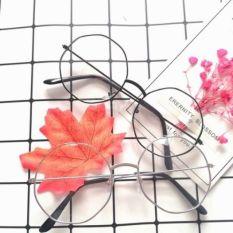 Kính đa giác không độ, sản phẩm có thiết kế thời trang, mẫu mã sang trọng, dễ dàng kết hợp với nhiều loại trang phục khác nhau