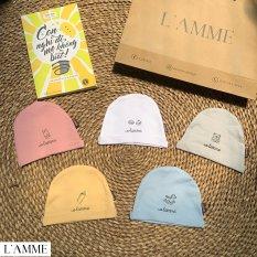 Mũ vải sơ sinh cho bé trai/bé gái siêu thoáng mát thiết kế bởi Lamme giữ ấm vùng đầu tai bé khi bé vẫn chưa hoàn toàn thích nghi với môi trường