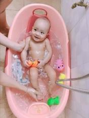 Chậu tắm cho bé Việt Nhật. Kích thước: 77 * 50 * 32 cm. Tiện dụng cho con yêu.