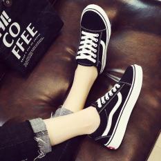 Giày sneaker nữ vải mềm phối sọc Bi Shop (Đen phối trắng)