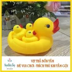 (Giá tốt) Vịt thả bồn tắm phát tiếng 1 mẹ 3 con cho bé