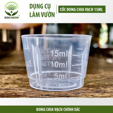 Dụng cụ cốc đong dầu neem và phân bón Docneem trong làm vườn, có chia vạch chính xác, hỗ trợ bón phân, phun trị bệnh, chăm cây cảnh
