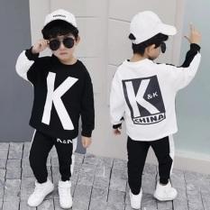 Bộ dài tay in chữ K chất mềm mại thích hợp cho cả bé trai và gái, in chữ K xinh xắn với 2 màu trắng đen phong cách