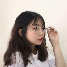 Kính Nobita gọng bạc loại 1 dày dặn, sản phẩm có thiết kế thời trang, mẫu mã sang trọng, dễ dàng kết hợp với nhiều loại trang phục khác nhau