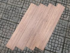 [1m2] Sàn nhựa giả gỗ tự dán , tấm nhựa dán sàn nhà , miếng dán sàn nhà giả gỗ . Độ dày 1,8mm
